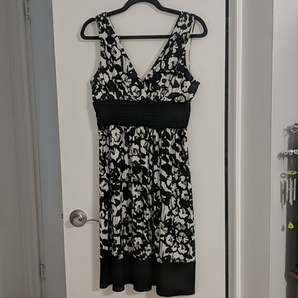 Jones Wear Dresses & Skirts - Black & White Size 10 Jones Wear Sleeveless Dress